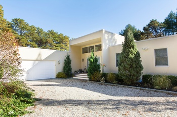 EAST QUOGUE FULLY RENOVATED MODERN